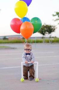 niño y globos