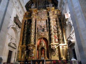 en-la-iglesia-de-la-clerecía-salamanca-spain+1152_13426376891-tpfil02aw-25750