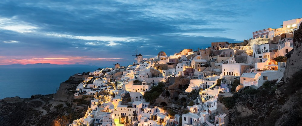 elia-locardi-travel-photography-the-heart-of-santorini-oia-greece-1440-wm-1440x600.jpg