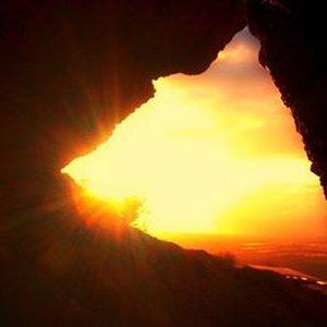 caverna y sol.jpg